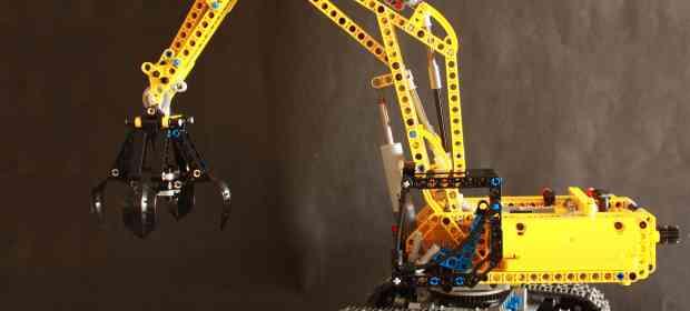 Building LEGO 42006 Excavator