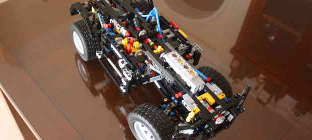 Building (half-way) LEGO 8110 Mercedes Benz Unimog