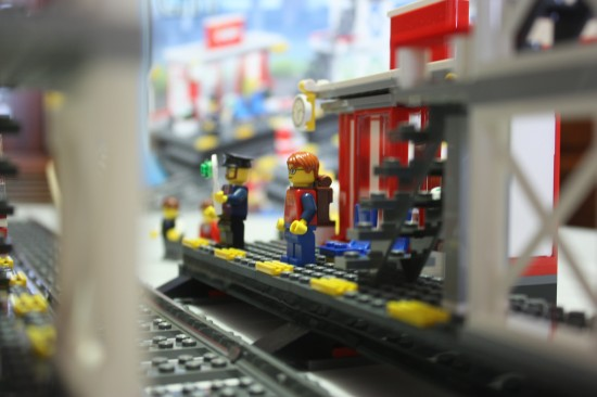 lego-7937-train-station-platform