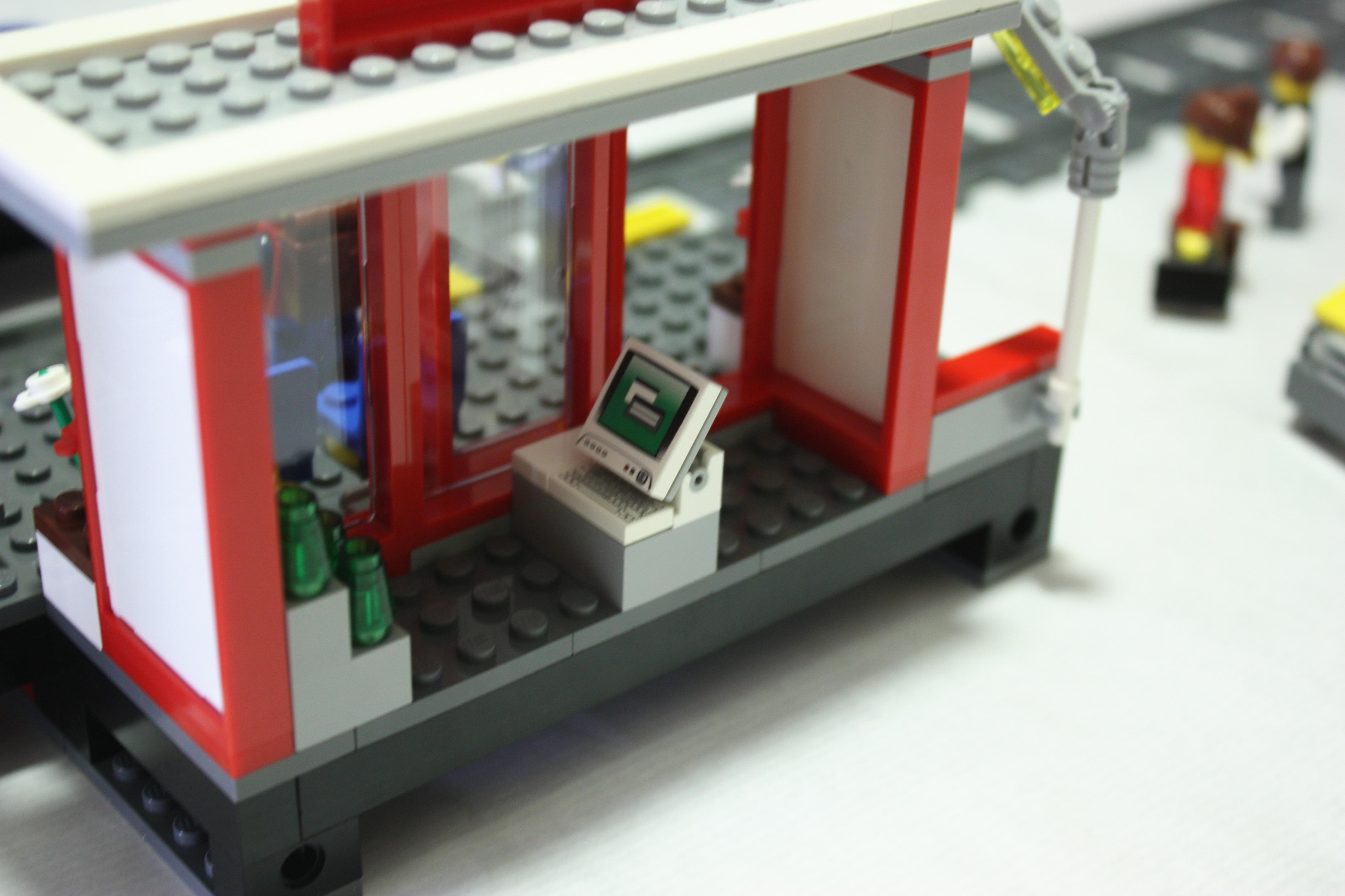 lego-7937-train-station-shop