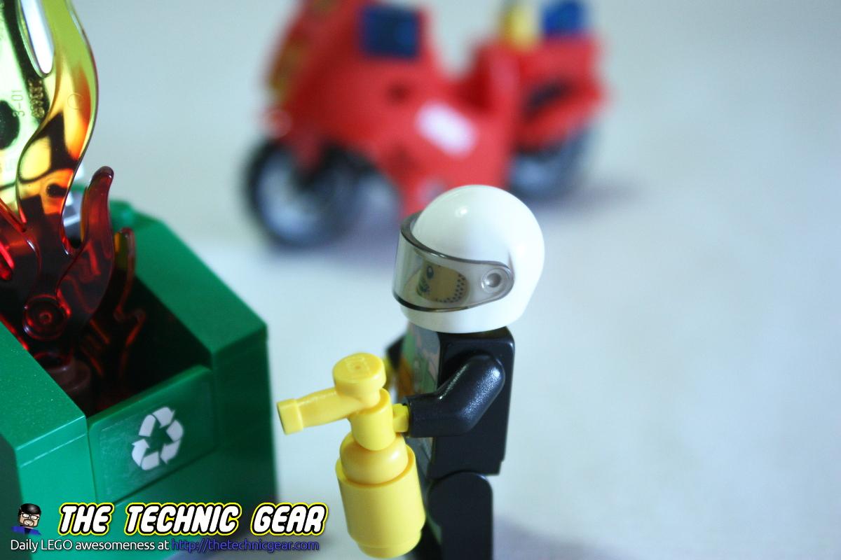 lego-60000-fireman-bike-closeup