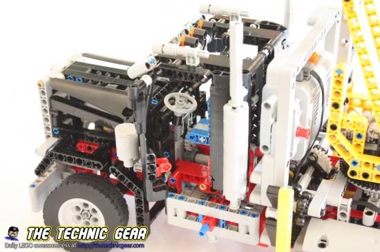 lego-9397-logging-truck-cockpit