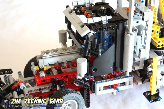 lego-9397-logging-truck-engine