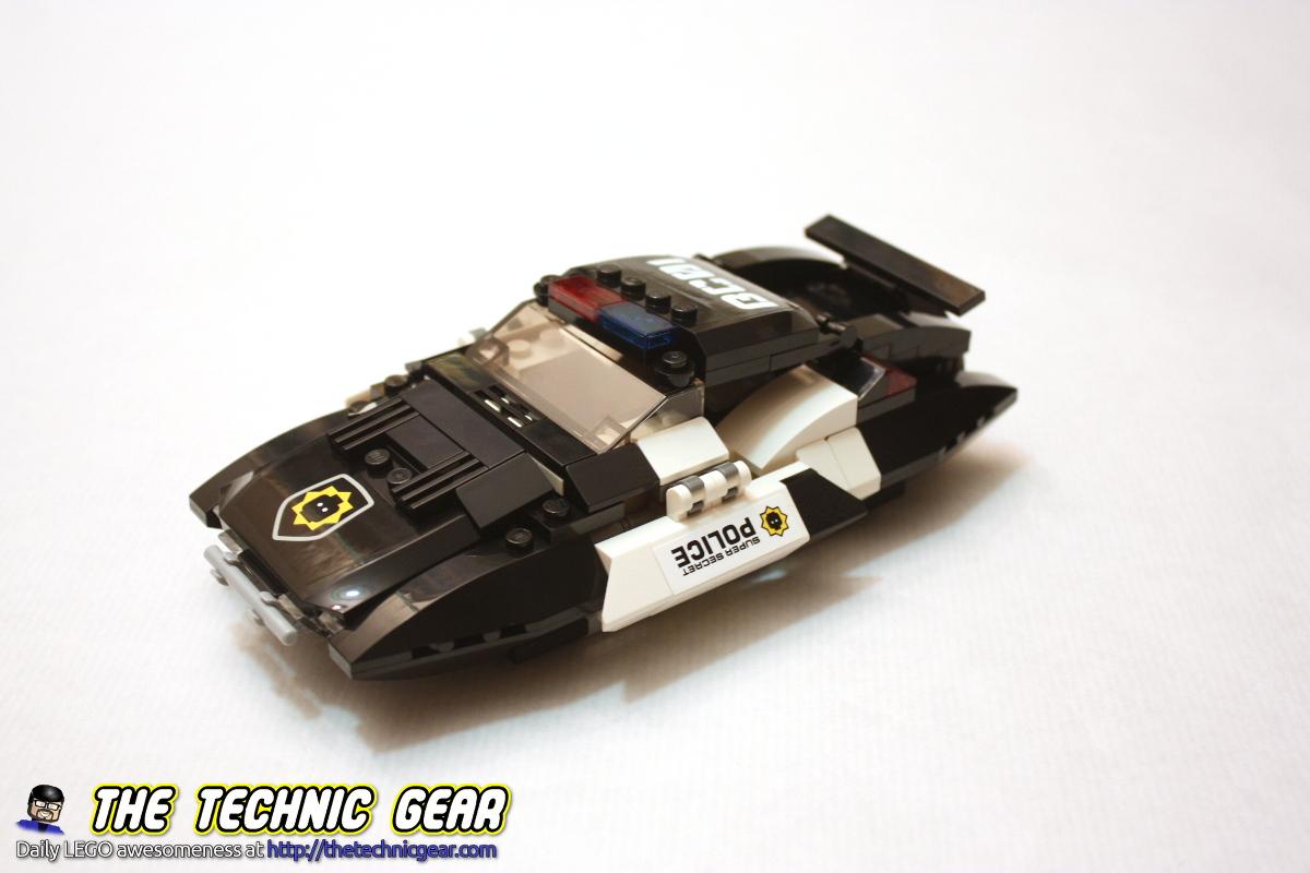 70802-bad-cops-pursuit-car