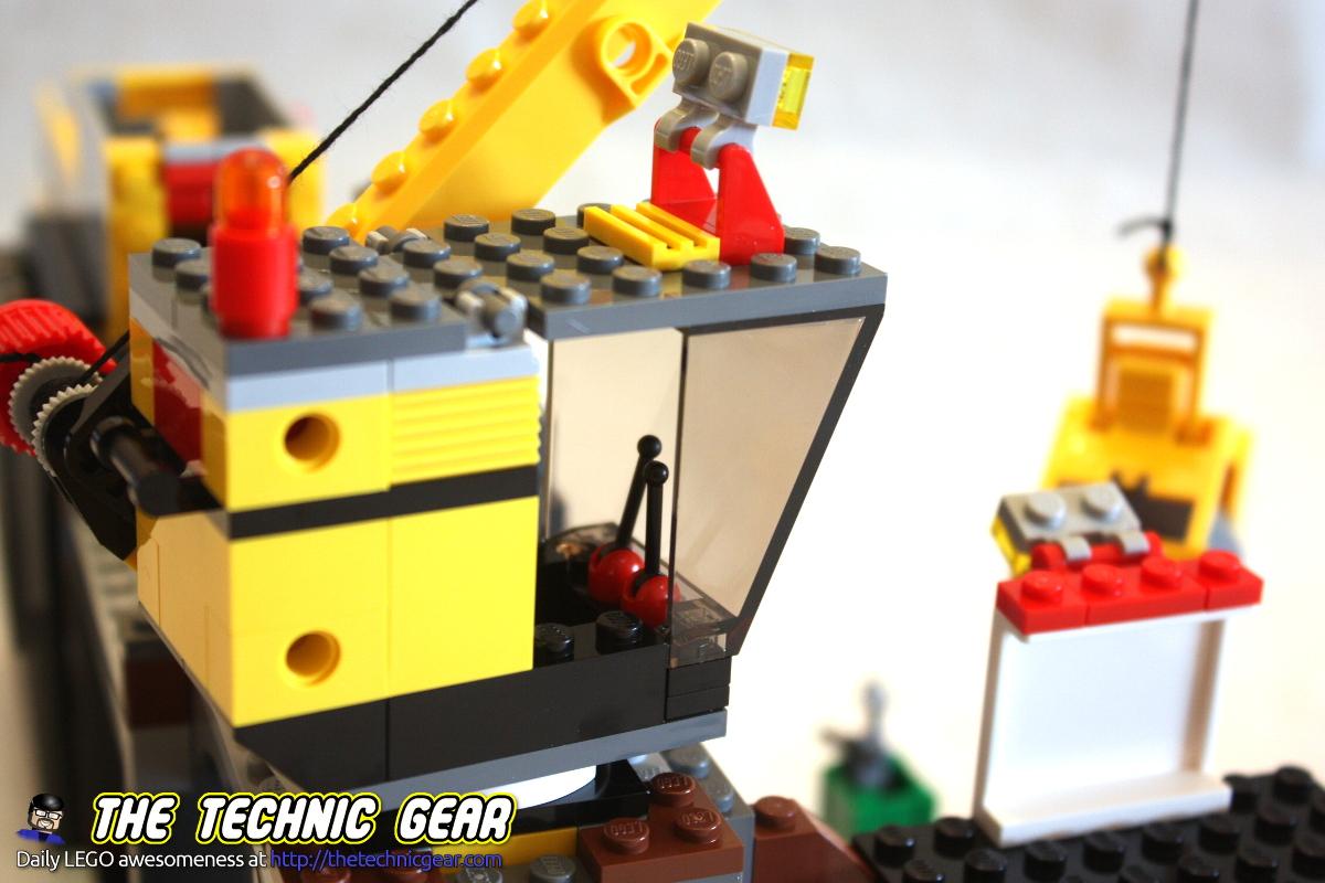 4204-gold-mine-crane-cockpit
