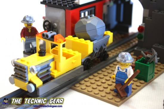 4204-gold-mine-train-rocks