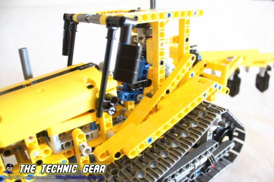 42006-tracked-tractor-details