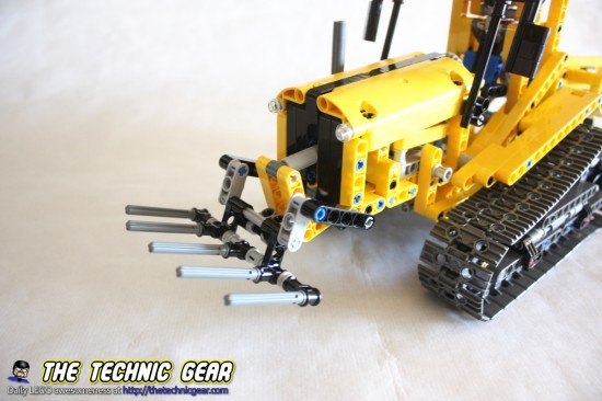 42006-tracked-tractor-fork-lift