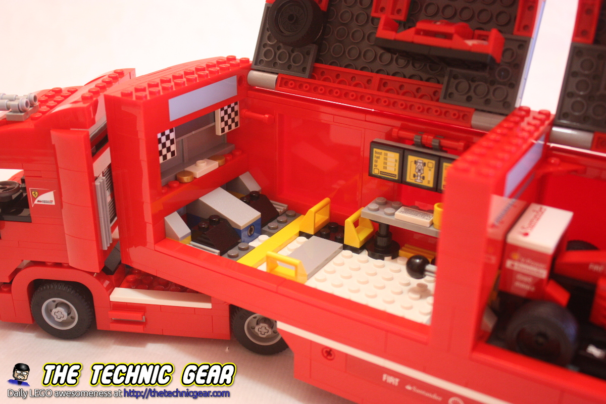 lego-75913-ferrrari-f1-f14-truck-details