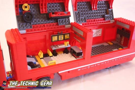 lego-75913-ferrrari-f1-f14-truck-inside