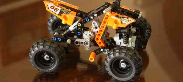 Building LEGO 9392 Quad Bike